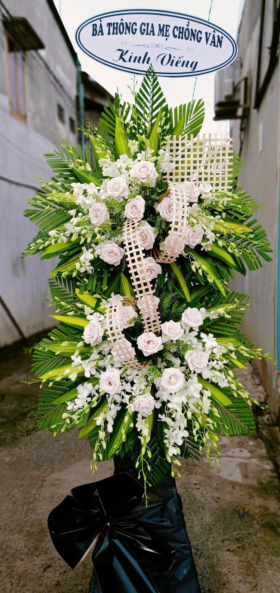 vòng hoa đám tang sala garden long thành